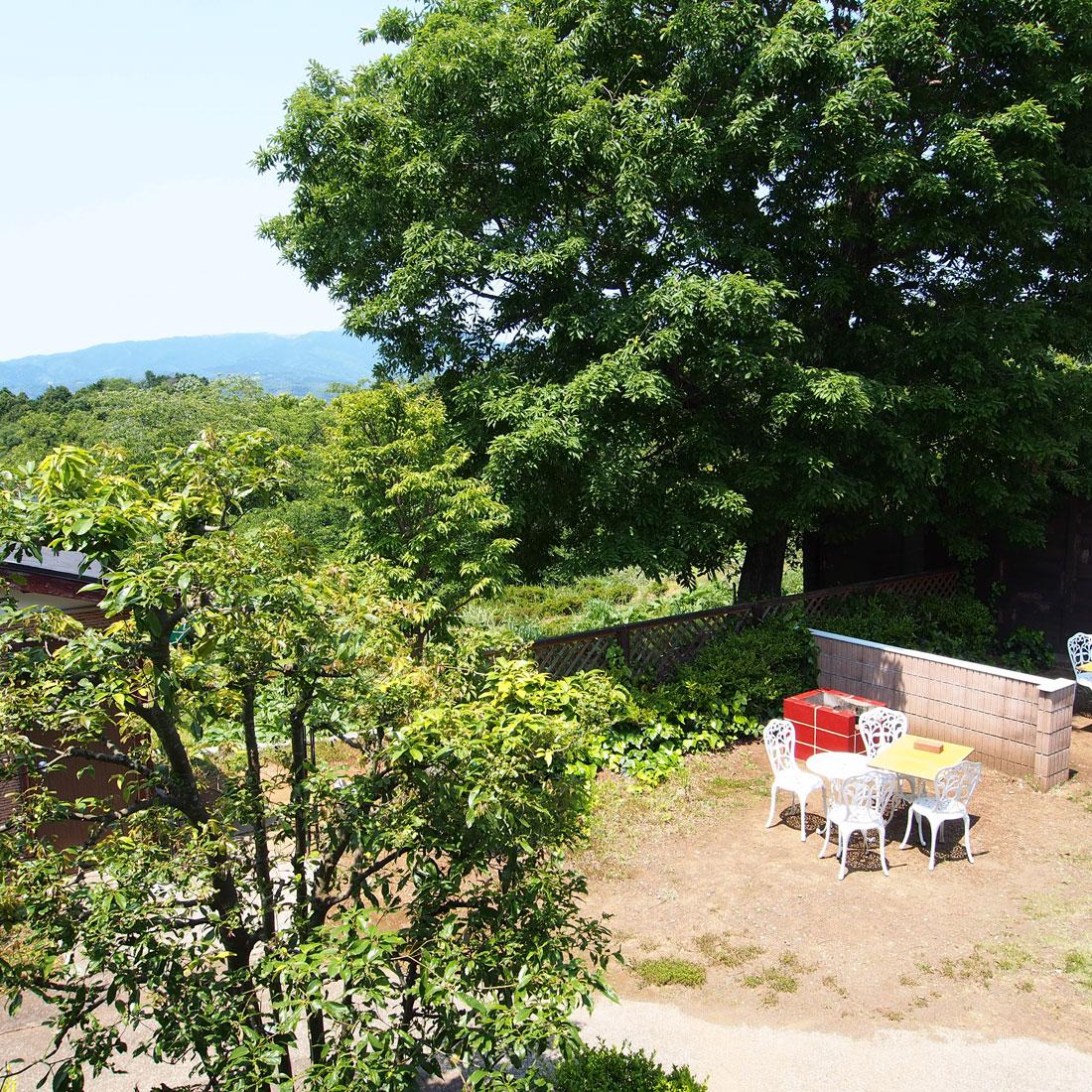 伊豆002のバーベキュー場は春は桜並木が見える場所もあり