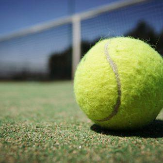 テニスができるコテージ