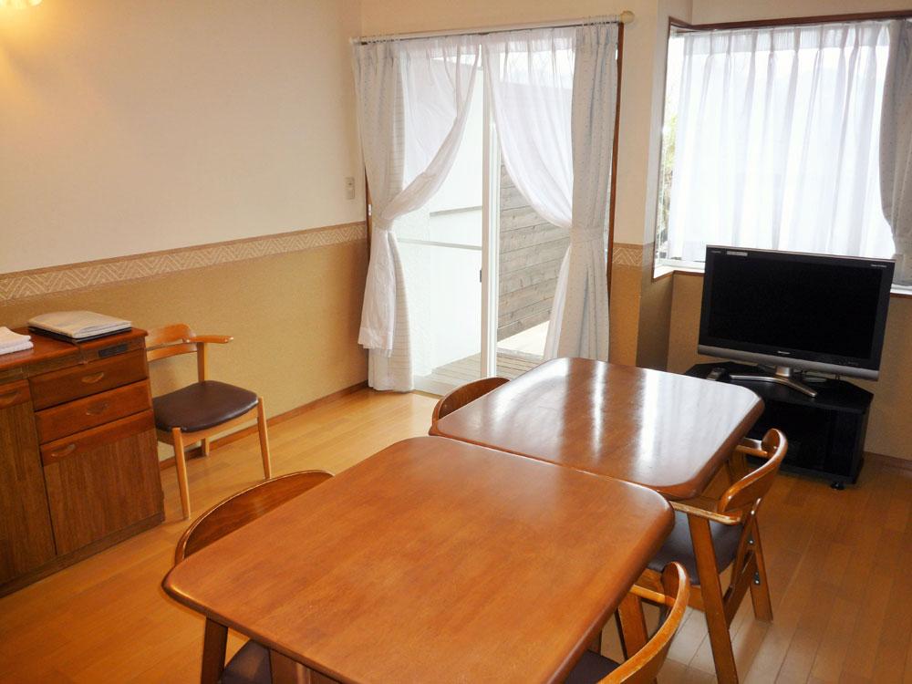 修善寺フォーレスト テラス露天風呂付5名用 2階客室のリビング