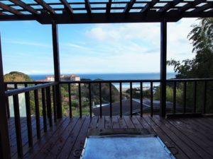 入田浜山荘 8名用 バーベキューテラスからの海の眺め