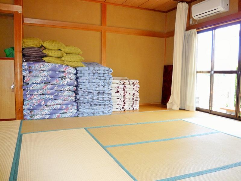 入田浜山荘 15名用 和室3