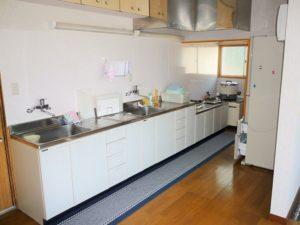 入田浜山荘 25~35名で泊まれる大型棟 キッチン