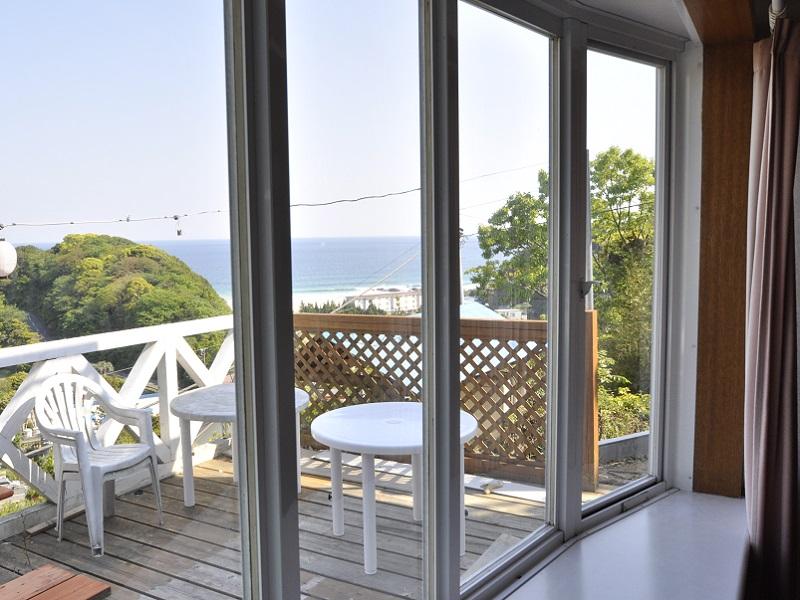 入田浜山荘 25~35名で泊まれる大型棟 リビングからの景色