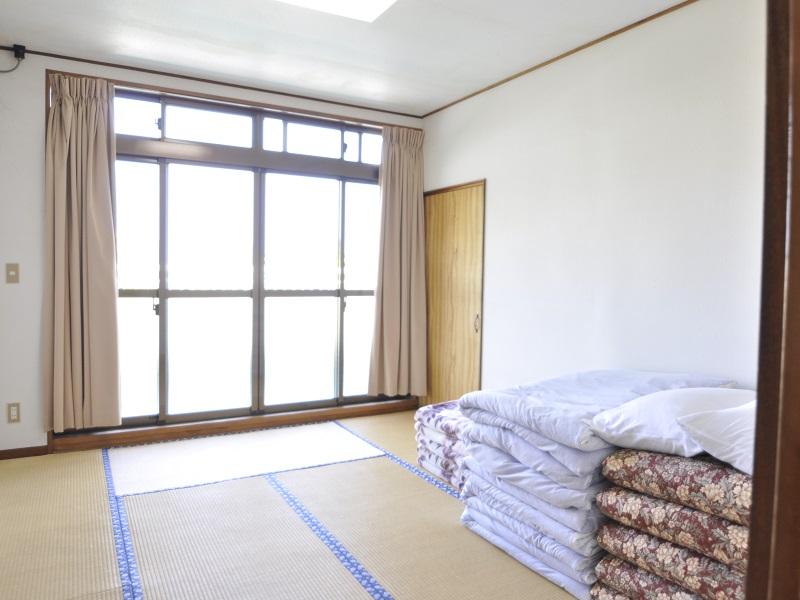 入田浜山荘 25~35名で泊まれる大型棟 和室