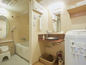 コンドミニアム欅庵東京日本橋 2名用洗面所には洗濯機も完備