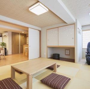 コンドミニアム欅庵東京日本橋 9名用 和室とリビングとマッサージチェア