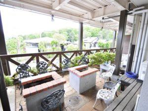 修善寺フォーレスト テラス露天風呂付10名用 バーベキューコーナーは屋根付きです