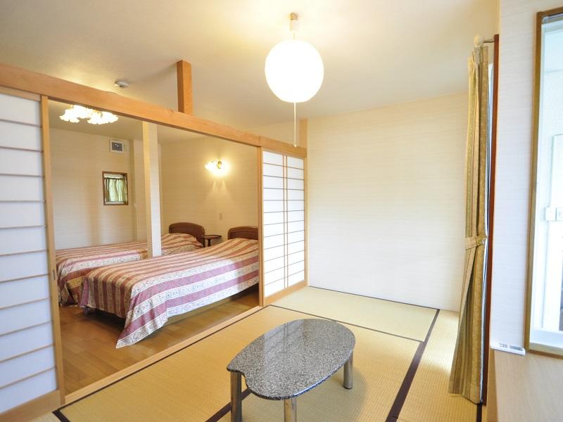 修善寺フォーレスト テラス露天風呂付5名用 和室とベッドルーム