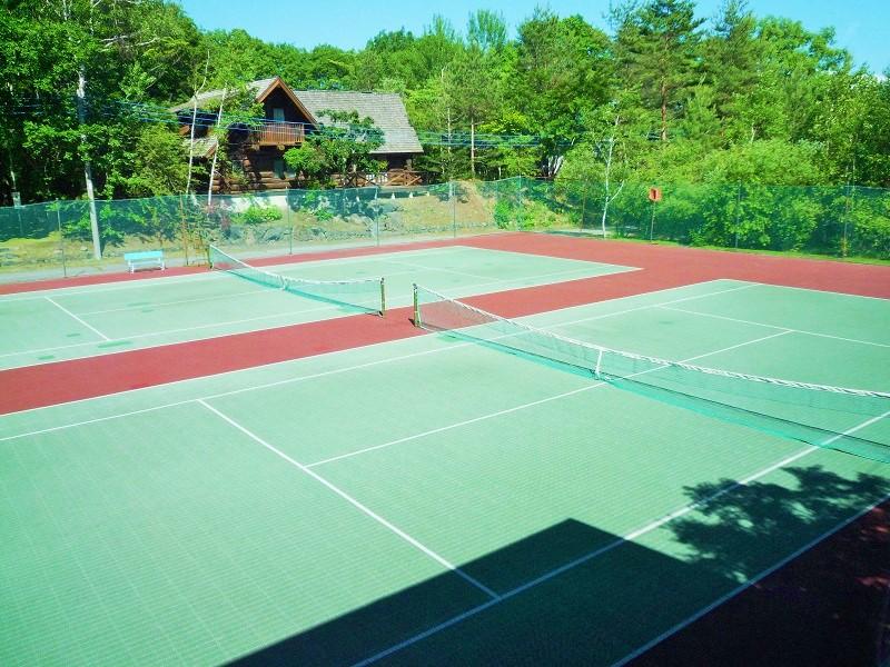 ウルベビレッジ テニスコート