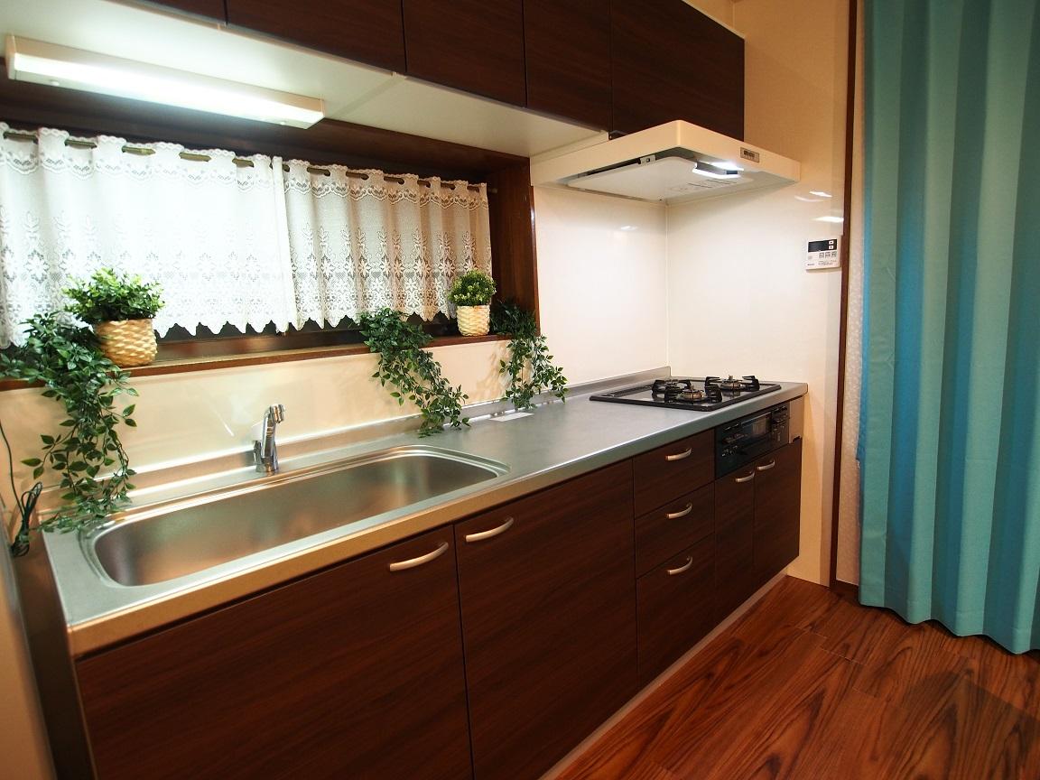 横浜川崎近く、たまプラーザの一戸建て宿 3名から8名までのグループ・ファミリーで皆で泊まれる宿 フルキッチン完備