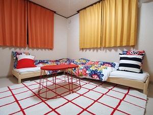 神奈川県・川崎市/横浜市付近の宿泊施設 一戸建て貸切で8名までのグループで宿泊可能!ローベッドで小さなお子さまも安心の間取り