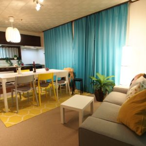 横浜川崎で一軒家貸切の宿 1泊からまるまる貸切レンタルできる宿泊施設 リビング