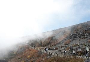 那須高原 茶臼岳 紅葉シーズンの登山道