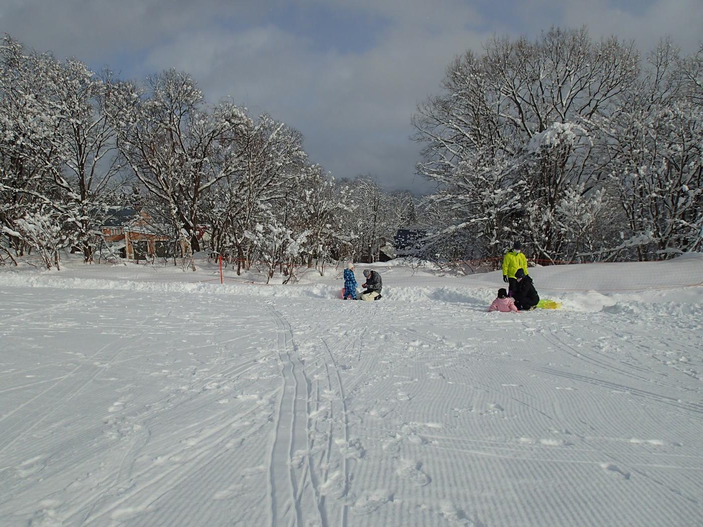 黒姫スノーパークはスキーやスノボをしなくても、雪遊びが楽しめるスキー場です